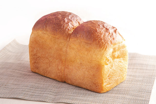 <イギリス>イギリス食パン 1本540円(税込583円) 1斤270円(税込291円)【小麦・乳】